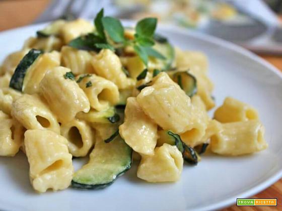 Mezzi rigatoni con zucchine e panna