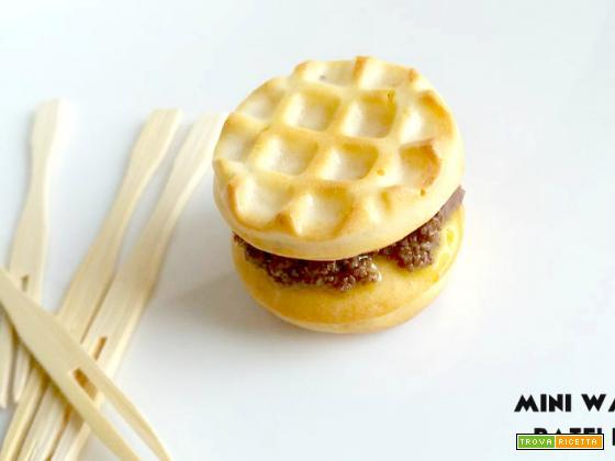 Mini waffel con patè di olive nere – con e senza Bimby