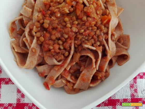 Tagliatelle integrali al ragù di lenticchie