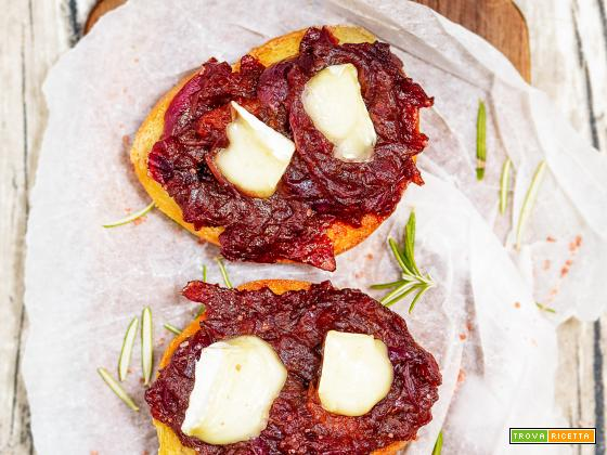 Bruschetta con Confettura di cipolle rosse
