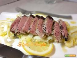 Trancio di tonno su letto di  insalata