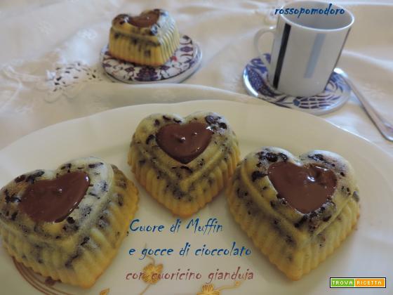 Cuore di muffin e gocce di cioccolato