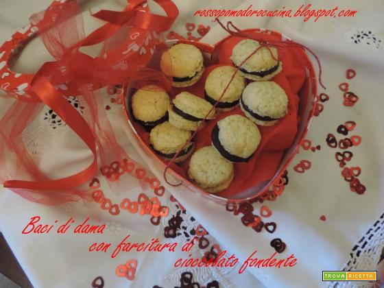 Baci di dama con farcitura di cioccolato fondente