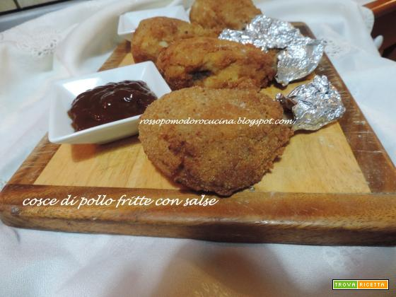 Cosce di pollo fritte con salse