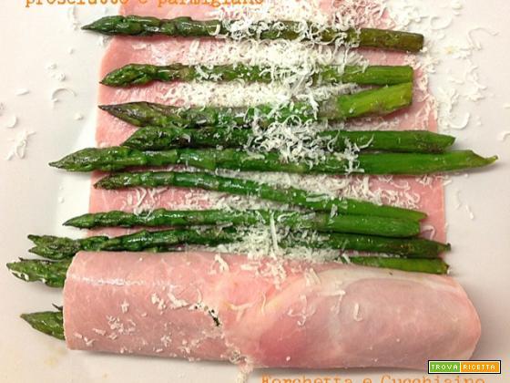 Involtini di asparagi, prosciutto e parmigiano