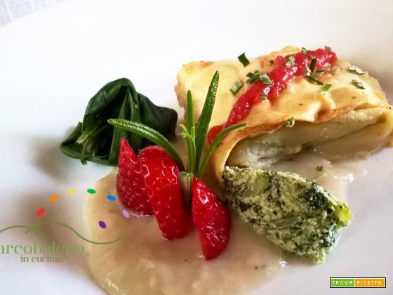 Fagottini al forno  di Pasta vegana farciti con  ricotta vegan e bieta guarniti con emulsione di Fragole in Agrodolce e Rosmarino fresco.