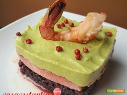 Tortino di salmone riso venere e crema di avocado