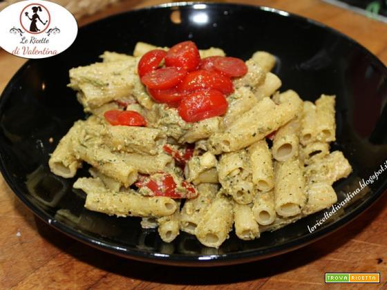 Rigatoni con pesto di zucchine alla menta e pomodorini