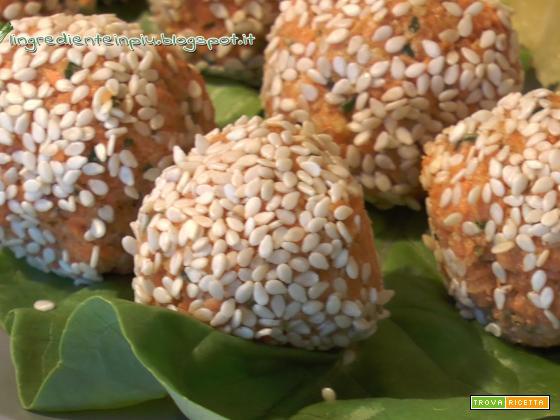 Polpette crudiste di carote (videoricetta)