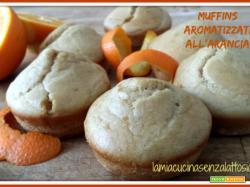 Muffins allo yogurt aromatizzati all'arancia senza uova senza lattosio
