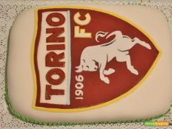 Torta Toro Torino in pasta di zucchero con la base al cacao e farcia alla crema