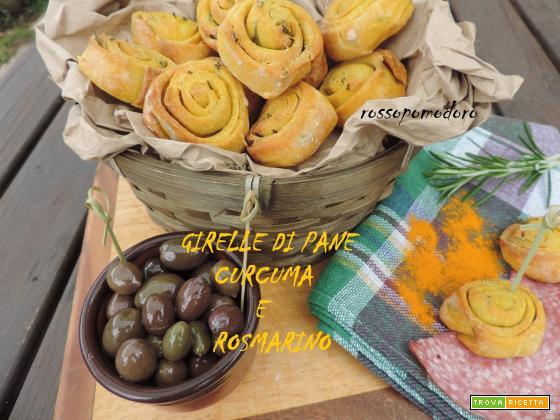 Girelle di pane alla curcuma e rosmarino