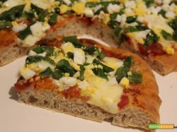 Pizza semintegrale con asparagi e uova