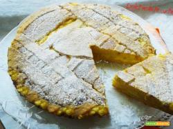 Crostata cremosa con crema pasticcera e pesche