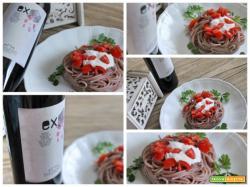 Spaghetti inebriati di Ex con panna acida e pomodorini