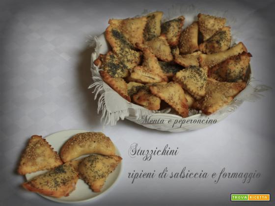 Stuzzichini ripieni di salsiccia e formaggio