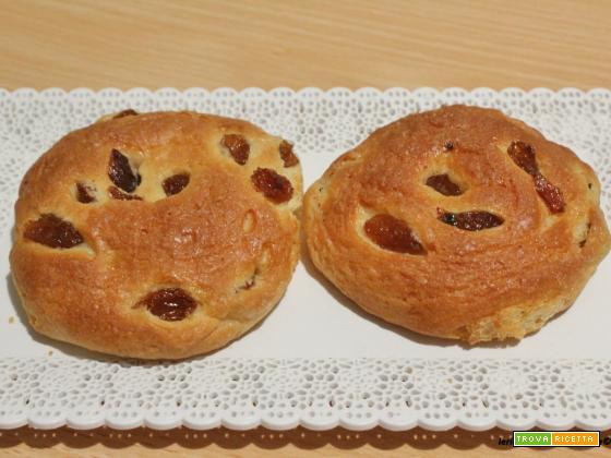 Girelle( non girelle) di pan brioche con uvetta e aroma di arancia