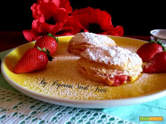 Tortine di sfoglia con crema pasticcera e fragole