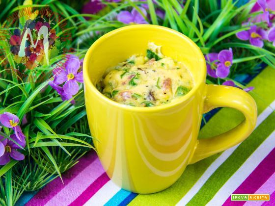 Mug Cake salsiccia e spinaci con uva sultanina