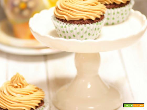 Cupcakes brownie con frosting al burro di arachidi