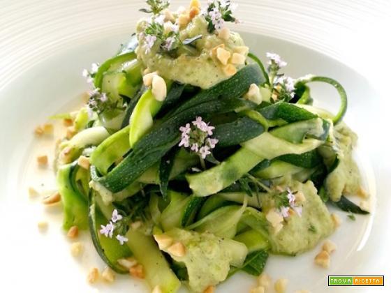 Fettuccine di zucchine al pesto