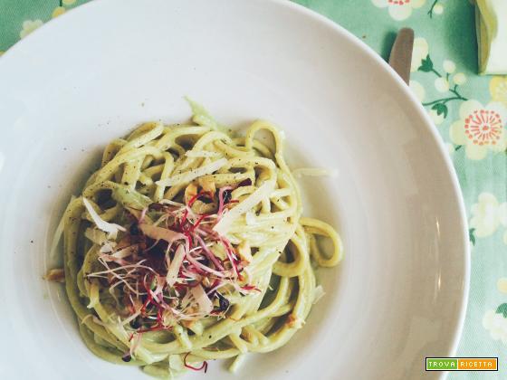 Spaghetti alla chitarra con pesto di lattuga, robiola e noci studentfriendly