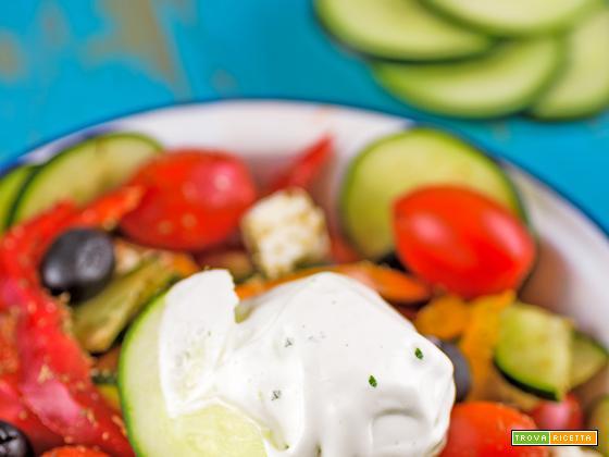 Insalata greca con gelato al cetriolo