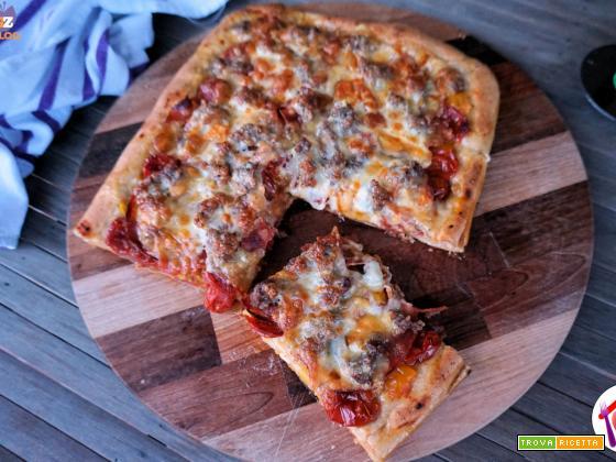 Pizza con salame piccante e provola