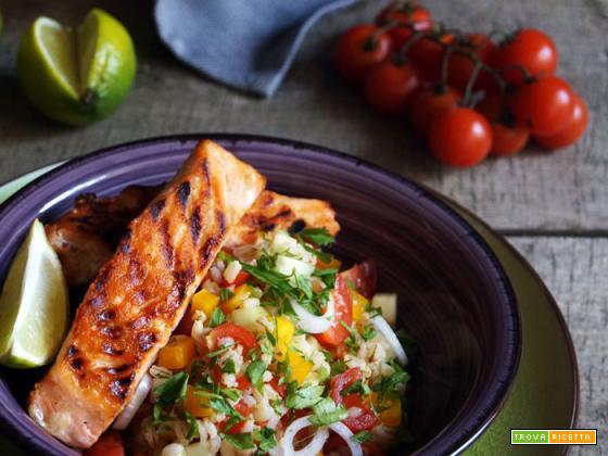 Essenza: Salmone grigliato con insalata di orzo e verdure