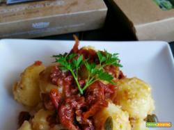 Gnocchi di patate ripieni di gorgonzola con pomodori secchi e capperi