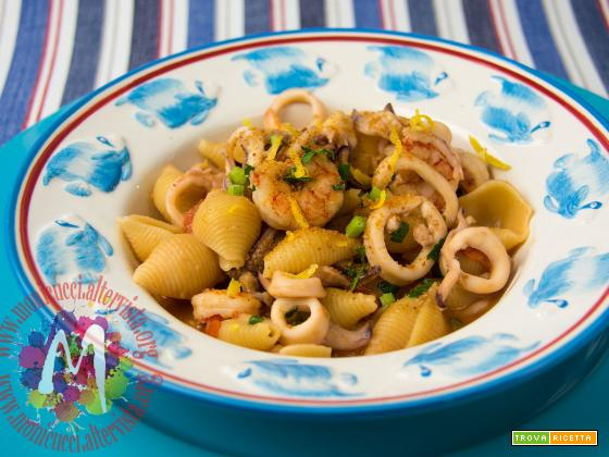 Conchigliette risottate con gamberi, calamari e bottarga