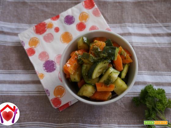 Verdure al vapore con salsa alle erbe aromatiche