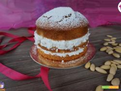 Torta fresca al cocco e mandorle