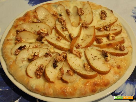 Pizza con gorgonzola, pere, noci e lievito madre