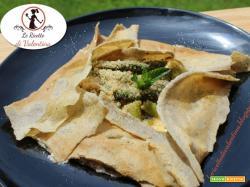 Crepes di grano saraceno con asparagi, menta e nocciole