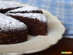 Torta di pangrattato al cioccolato, caffè e amaretti
