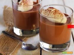 Mousse al cioccolato fondente, soffice e spumosa