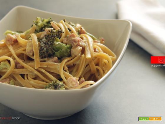 Pasta con broccoli e pancetta al curry