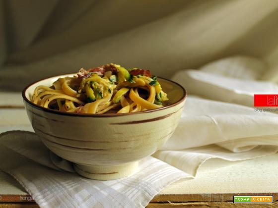 Pasta cremosa con zucchine e speck