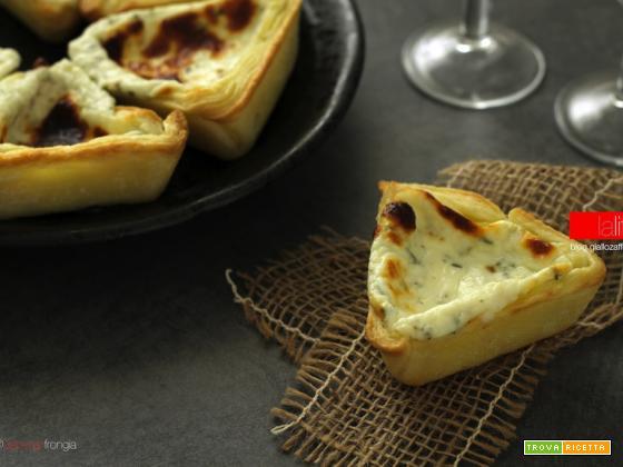 Tortine salate al formaggio fresco e rosmarino