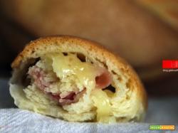 Treccia di pan brioche con prosciutto e scamorza affumicata