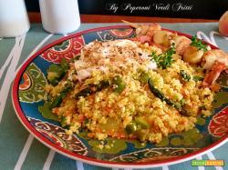 Cous cous con verdure stracciatella e spiedino di gamberi e pesche