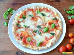 Pizza al piatto napoletana
