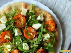 Pizza semintegrale con albicocche grigliate al balsamico, rucola e brie per l'MTC n°58