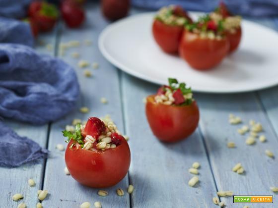 pomodori ripieni all'orzo e fragole