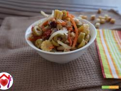 insalata di legumi e sottaceti