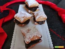 Quadrotti di sfoglia con crema al cioccolato