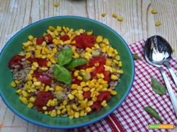 Insalata di farro, zucchine, pomodoro e mais