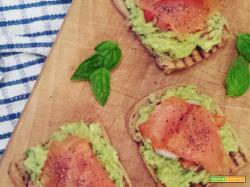 Avocado toast con salmone.
