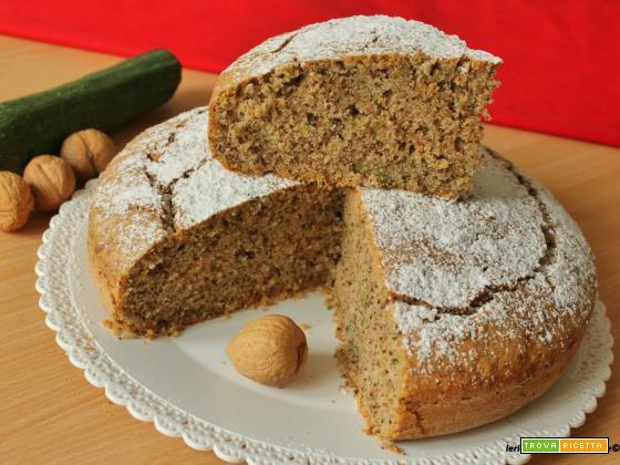 Torta dolce con zucchine, farina integrale e noci